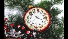 Christmas Medallion with Clock