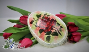Easter Egg with Red Roses